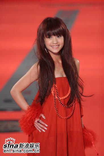 图文:金钟奖红地毯星光灿烂杨丞琳美丽可爱