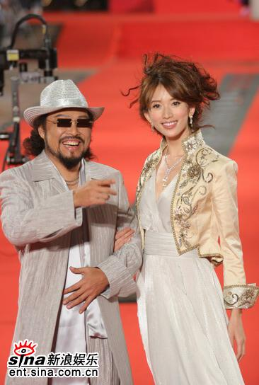 图文:金钟奖红地毯星光灿烂林志玲与张菲携手