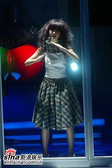 图文:现场表演--可爱宝贝杨丞琳献唱新歌