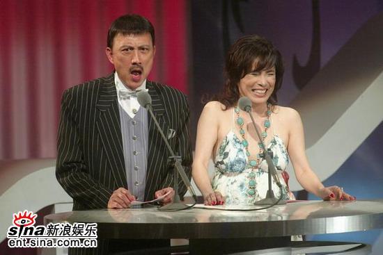 图文:余天和李亚萍上台担任颁奖嘉宾