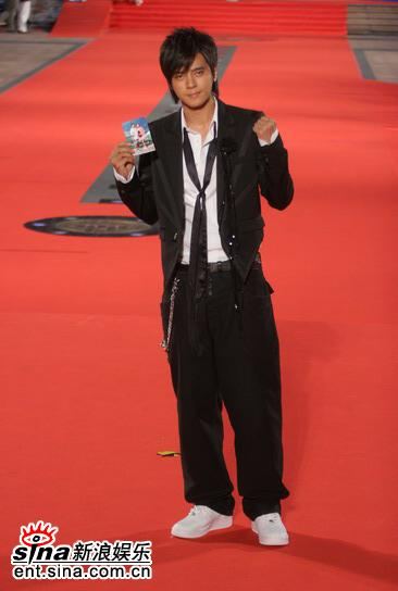 图文:金钟奖颁奖典礼红地毯--小猪罗志祥出场