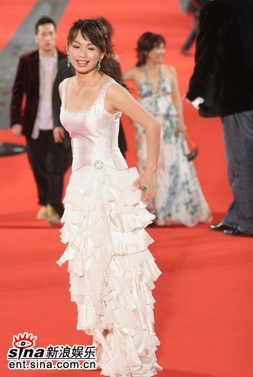 图文:金钟奖颁奖典礼--漂亮嘉宾走上红地毯