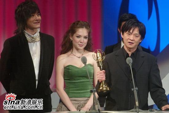 图文:金钟奖颁奖典礼--郑元畅等人上台颁奖