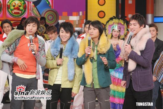 图文:乔杰立家族预录贺岁节目--5566组合