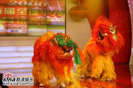 图文:全球华人网络春晚彩排--精彩舞狮表演