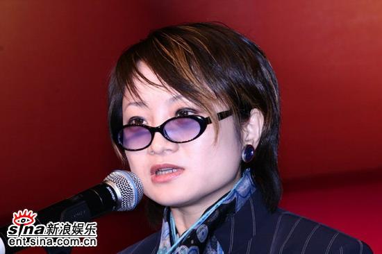 图文:新浪娱乐中心总监窦婉茹女士致辞