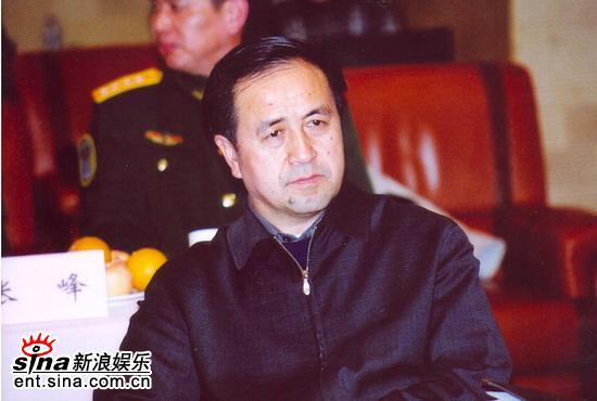 图文:央视剧中心副主任苟鹏在《热带风暴》看片会上