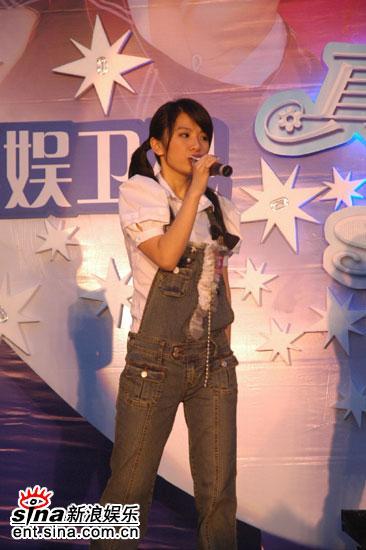 图文:《真命天女》广州见面会--Hebe演唱