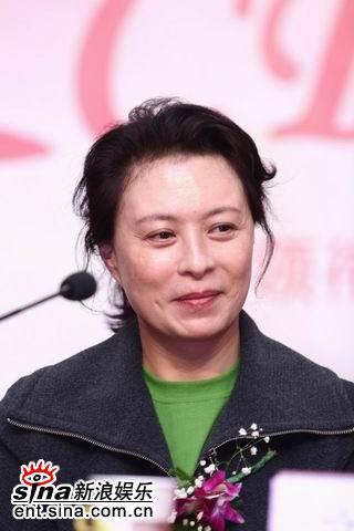 吕良伟刘佳初次携手众明星《情定CRD》(组图)