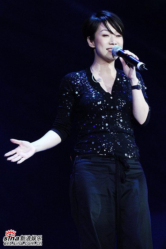 图文:上海电视节晚会--林忆莲成熟韵味
