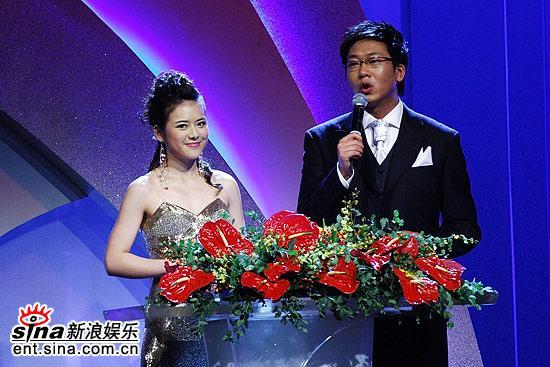 图文:陈辰和林海主持上海电视节闭幕式