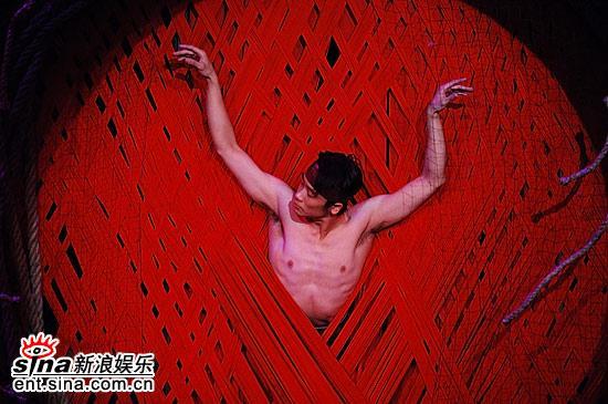 图文:上海电视节闭幕--舞蹈《太阳鸟》