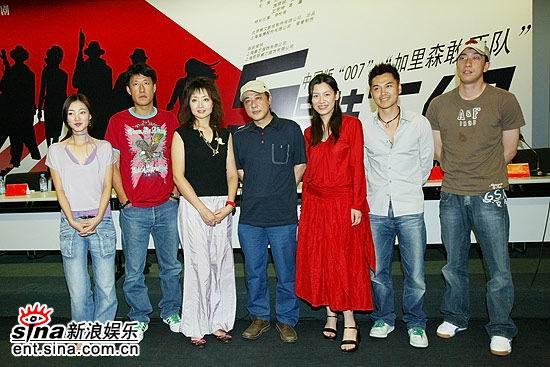 图文:《5号特工组》上海开拍--主创人员合影
