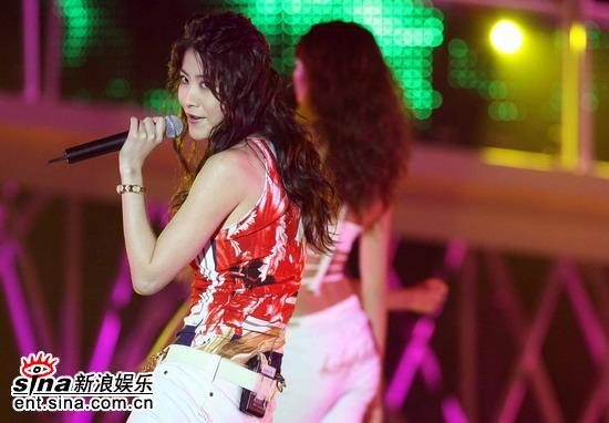 图文:为中国喝彩唱响香港--陈慧琳现场放歌