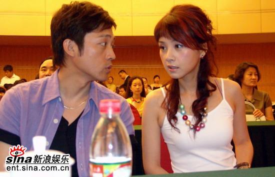 图文:《麻辣婆媳》首播会--吴军何琳交谈