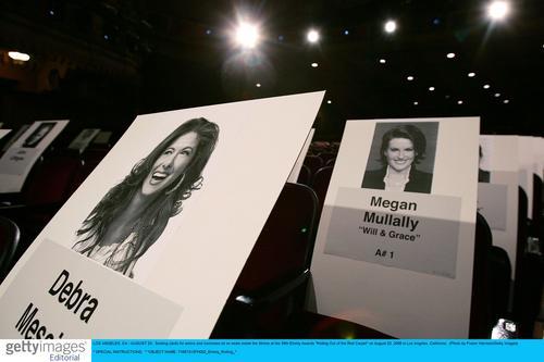 图文:58届艾美奖《威尔和葛蕾丝》演员专属座位
