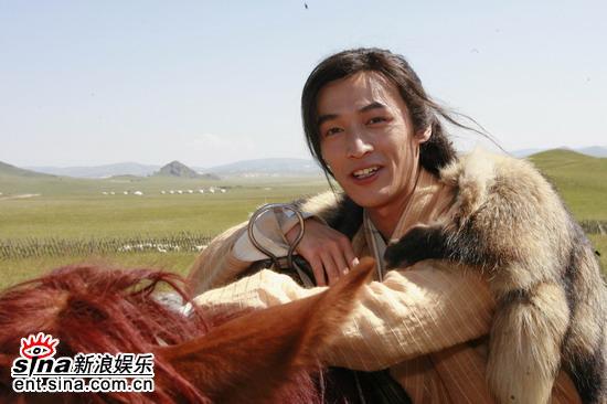 图文:《射雕》草原热拍--胡歌和他的坐骑