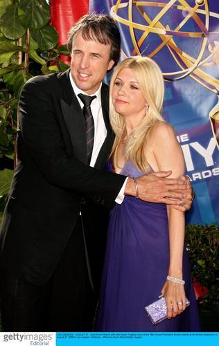 图文:凯文-伦与妻子亲密相拥红地毯上秀恩爱