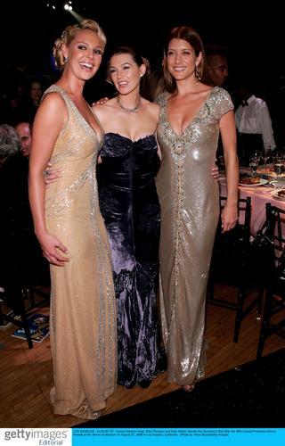 图文:艾美奖派对--三朵姐妹花合影