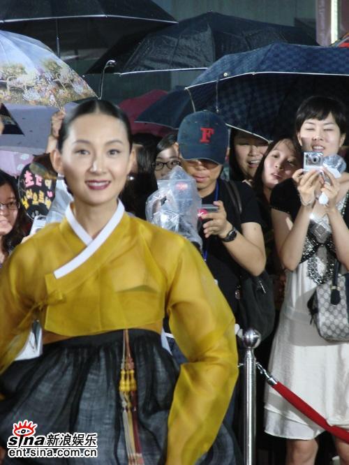 图文:首尔电视剧颁奖礼红地毯--蔡时罗
