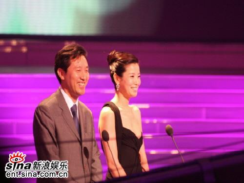 图文:首尔电视剧颁奖礼--李太兰和男嘉宾