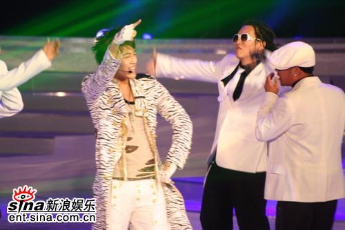 图文:首尔电视剧颁奖礼--Seven热歌劲舞