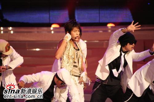 图文:首尔电视剧颁奖礼--现场狂热舞姿