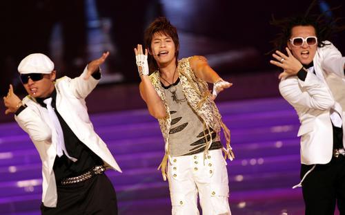 图文:首尔电视剧颁奖盛典Se7en和舞群热舞