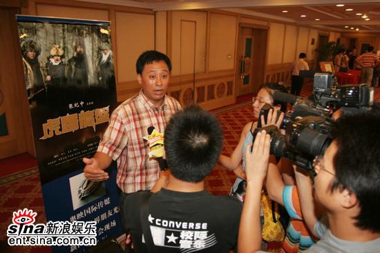 图文:《虎踞龙盘》发布会--杨凡接受采访