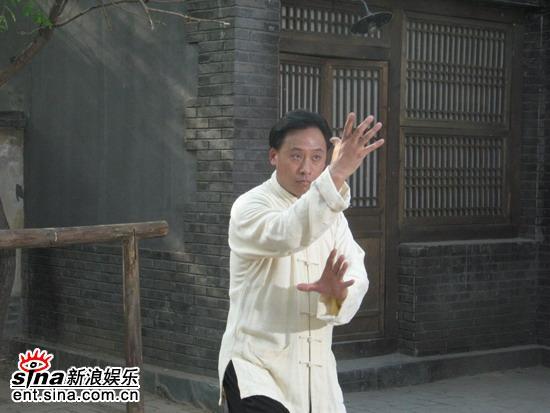 图文:《金戈梨园》--杨凡练太极