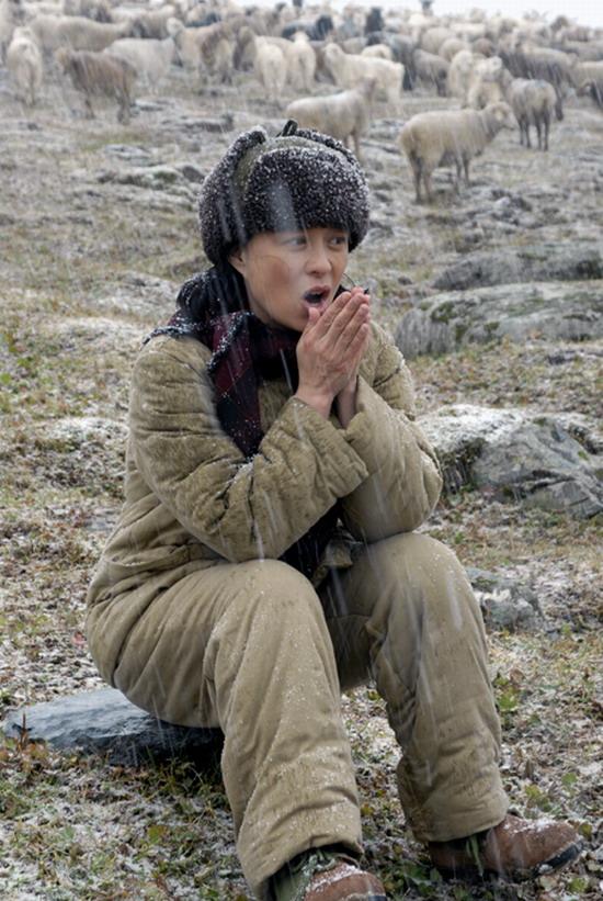 图文:《戈壁母亲》探班-天山上的第一场大雪