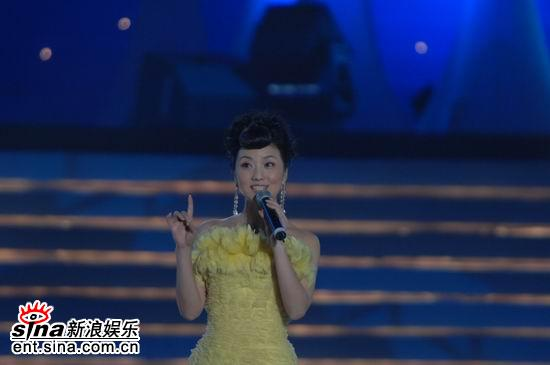 图文:2006央视中秋晚会--张燕唱《天涯歌女》