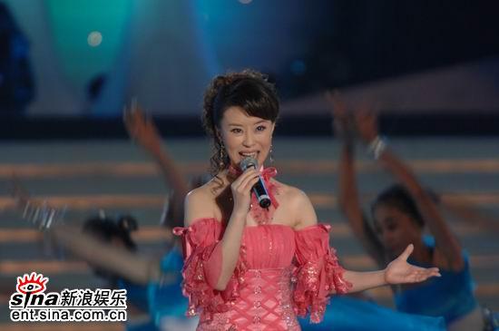 图文:2006央视中秋晚会--王丽达演唱《大地之歌》