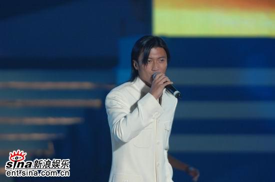 图文:2006央视中秋晚会--谢霆锋唱《黄种人》