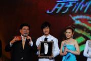 组图:《舞林大会》第三场蔡卓妍夺冠当场落泪