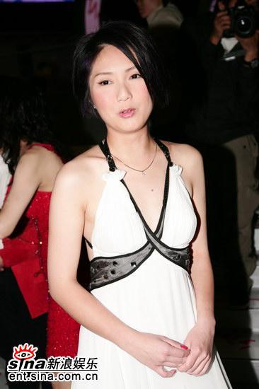 图文:女星后台争奇斗艳--杨千�米虐咨�礼服