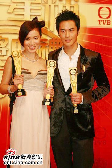 图文:TVB39周年台庆--佘诗曼郑嘉颖面对镜头
