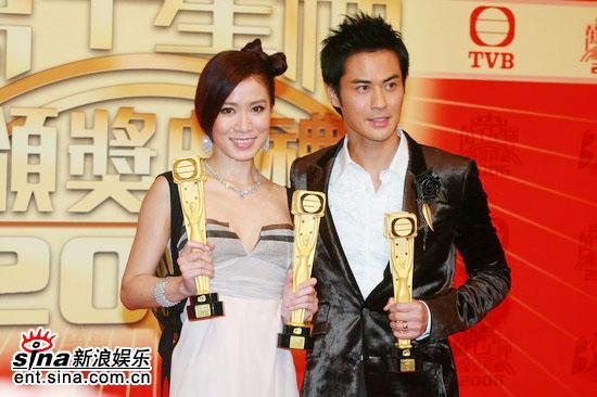 图文:TVB39周年台庆颁奖--三座奖杯金光闪闪