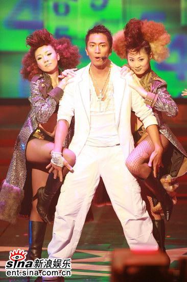 图文:林峰和吴卓羲火辣热舞--吴卓羲大摸美腿