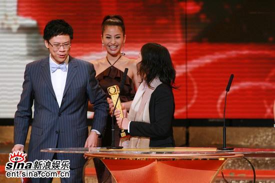 图文:《向世界出发》获奖--众人都来祝贺