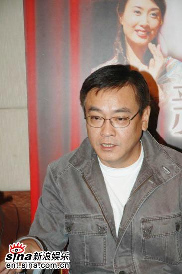 图文:《新不了情》广州亮相-尔冬升接受采访