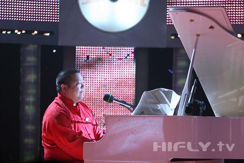图文:《名声大震》第四场--臧天朔弹奏钢琴