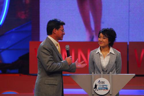 图文:瑞安集团董事长亲身上阵主持辩论环节