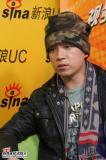 导演范建会和潘粤明做客新浪聊电视剧《镇长》