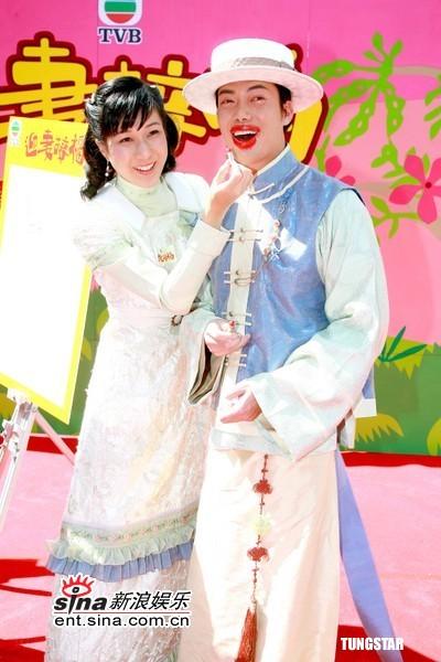 图文:TVB《迎妻接福》开拍--谢天华被涂上唇膏