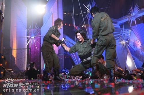 图文:华人群星大联欢--蒲巴甲与HERO组合