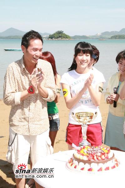 图文:《溏心风暴》沙滩宣传活动-陈豪、钟嘉欣