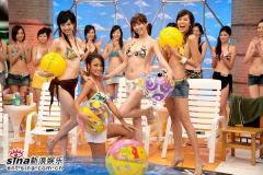 组图:《康熙来了》泳池进影棚名模穿泳衣戏水