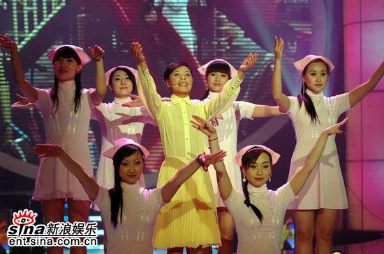 图文:5月20日特别节目--徐妈妈徐少华表演舞蹈