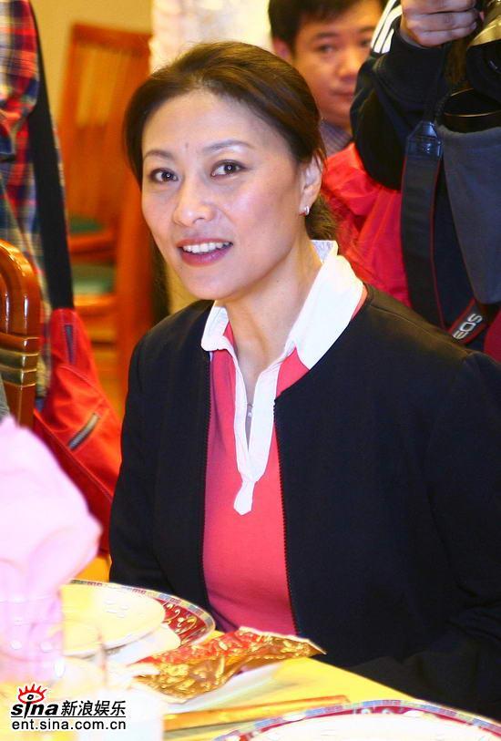 图文:《家事如天》媒体见面会--演员岳红出席